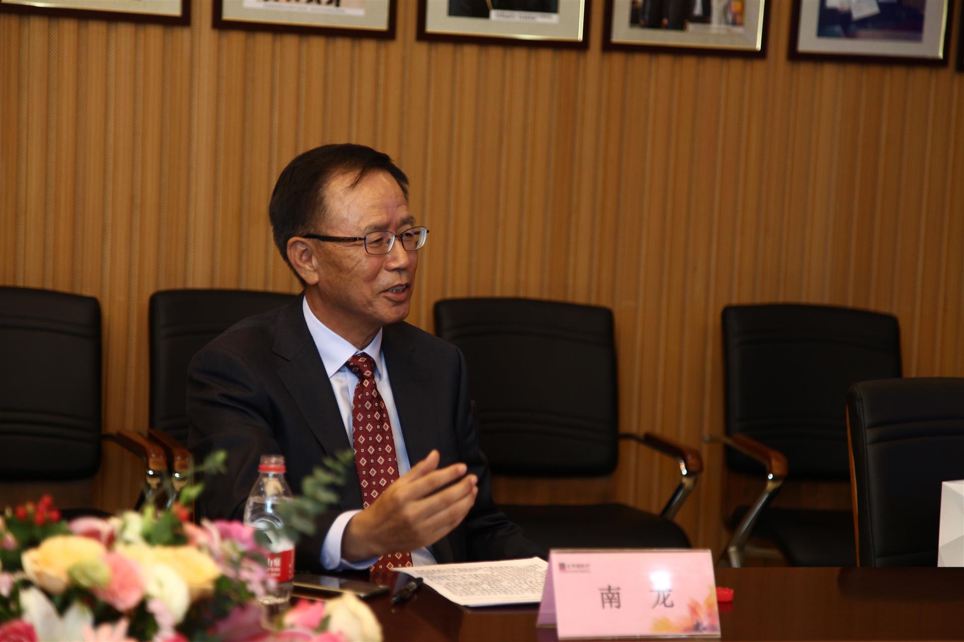 董事长南龙先生接受记者专访